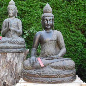 Frostharte Garten Buddhas aus patiniertem Fluss Stein