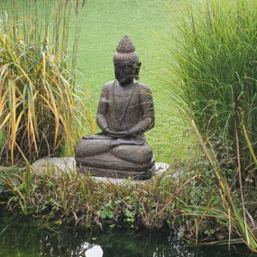 Buddhafigur am Teich