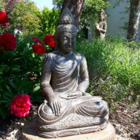 Buddhafigur Pfingstrosen