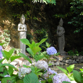 Dewi Statuen Garten