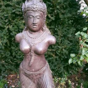 Dewi Figur Stein