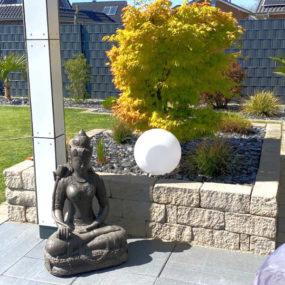 Dewi Statue Stein