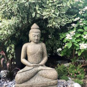 Garten Buddha Blumenkleid