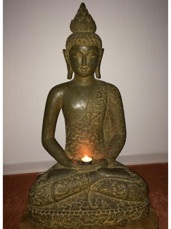Buddhafigur innen