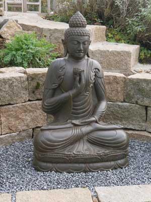 Buddhafigur Steingarten