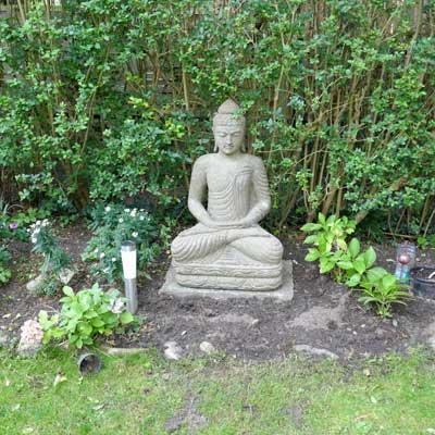 Buddha sitzend Lavastein