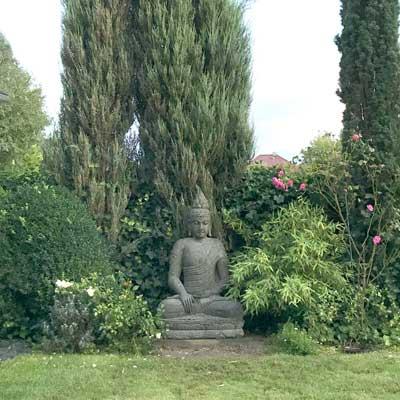 Buddhafigur grüner Lavastein