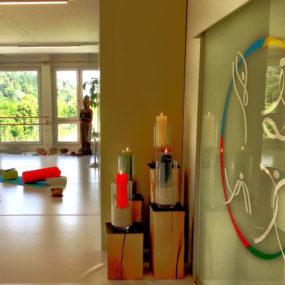 Buddha stehend Yoga Studio
