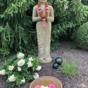 Buddhafigur stehend