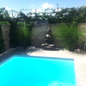 Buddhafigur Pool