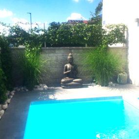 Buddhafigur Grussgeste