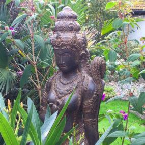 Dewi Sri Statue Fluss Stein
