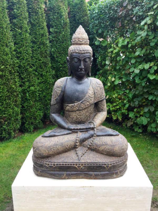 Fluss Stein Buddha auf Travertin Sockel