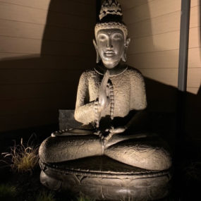 Buddhafigur beleuchtet