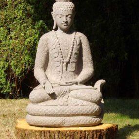 Buddhafigur auf Naga