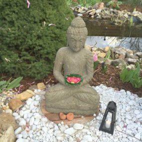 sitzender Lavastein Buddha