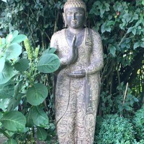 stehender Fluss Stein Buddha