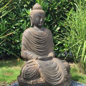 Buddha mit Gräser