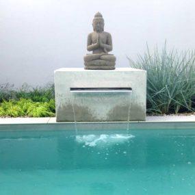Buddha Statue am Pool