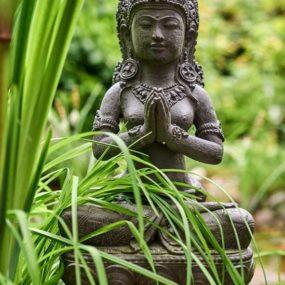 Dewi Statue Grussgeste