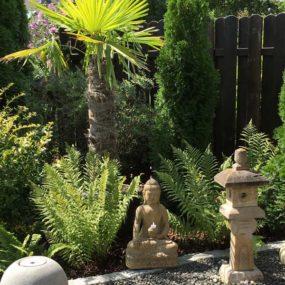 Buddha Figur mit Pagode