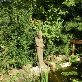 Dewi Figur Wasserspeier