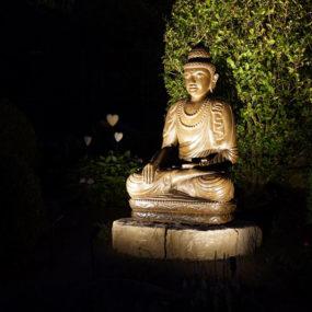 Buddha Figur beleuchtet