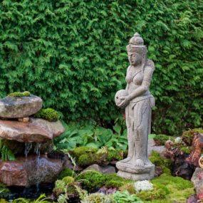 Dewi Statue Wasserkrug