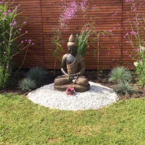 Buddhafigur im Garten