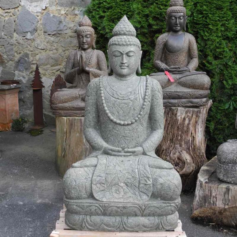 Lavastein Buddha mit Blumenkleid und Mala 135 cm