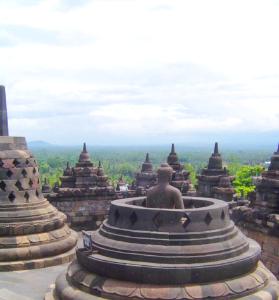 Borobudur-Buddha-Stupas