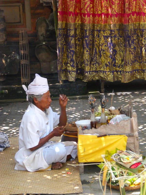 Bali-Priester